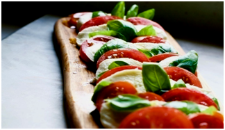 CAPRESE MOZZARELLLA E FINGER LIME